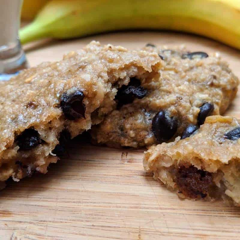 A delicious and kidney healthy chewy banana oatmeal chocolate chip cookies recipe, perfect for a snack or a dessert.