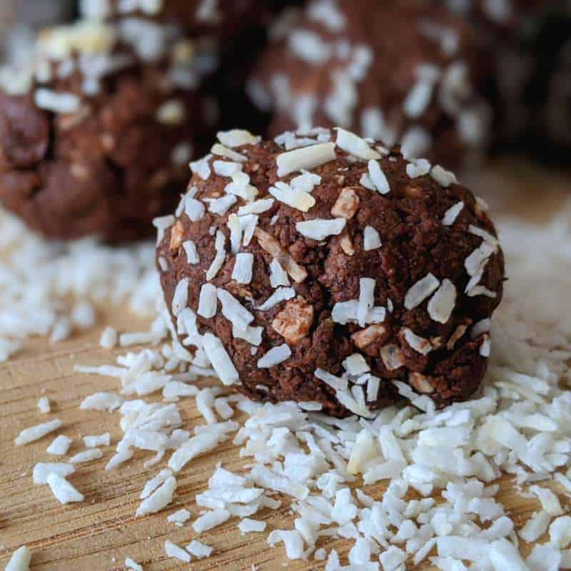 A delicious treat that's perfect for a bite-sized dessert. With the delicious blend of coconut, rum and chocolate, it tastes festive.